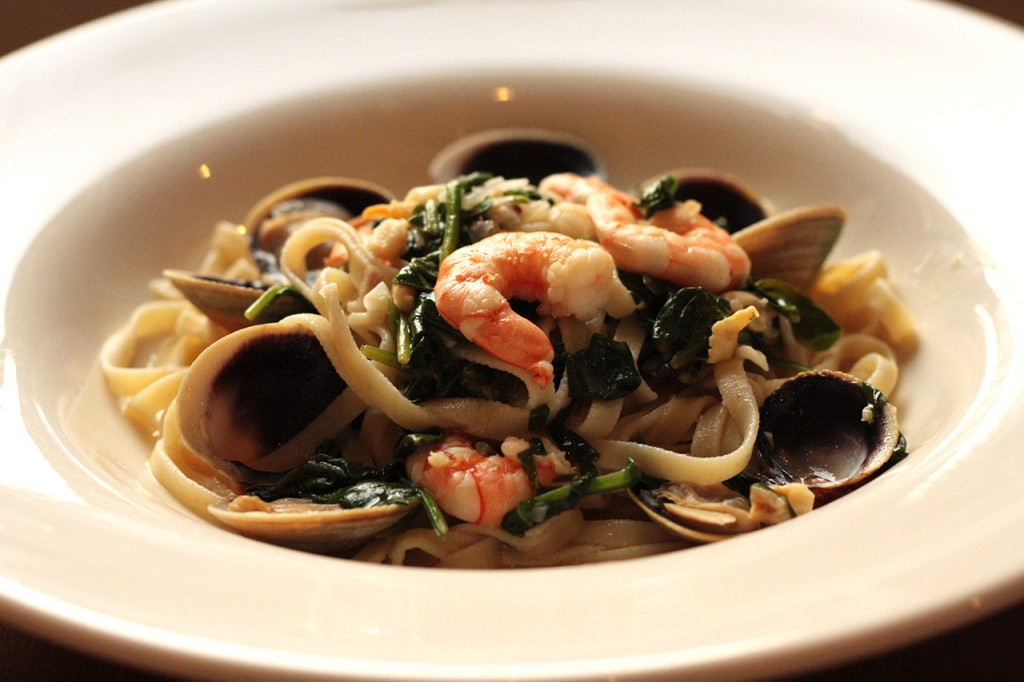 Linguine with Clams, Shrimp, and Spinach